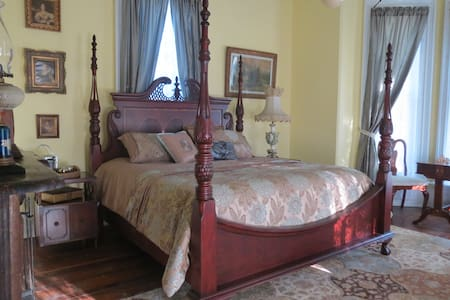 The Alfred Guthrie Room - Bedford - Bed & Breakfast