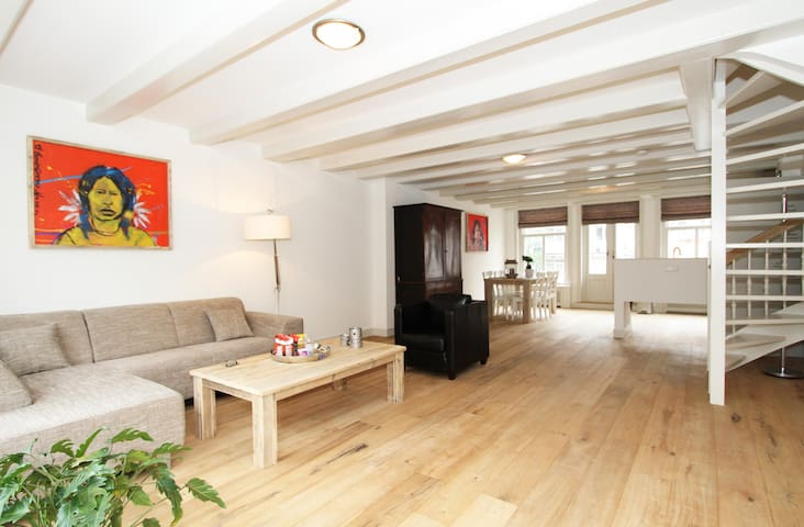 W Spacious split-level 100m2 Jordaan apartment C