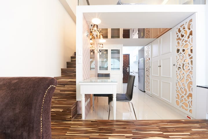 Designer's house above MRT  - Banqiao District - Apartment
