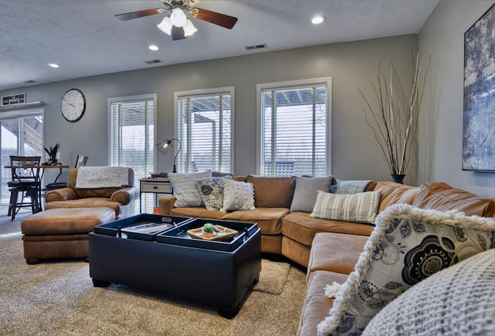 2019 remodeled KING suite--PRIVATE & comfortable!