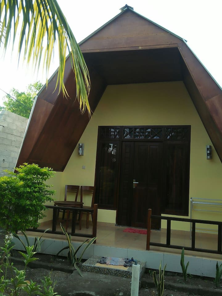 The other service in the cottage is: Rent bike, Loundry service, snorkling trip whit the boat, thank you very much