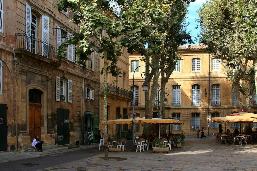 Little flat historical center apartments for rent in for Cote commerce aix en provence