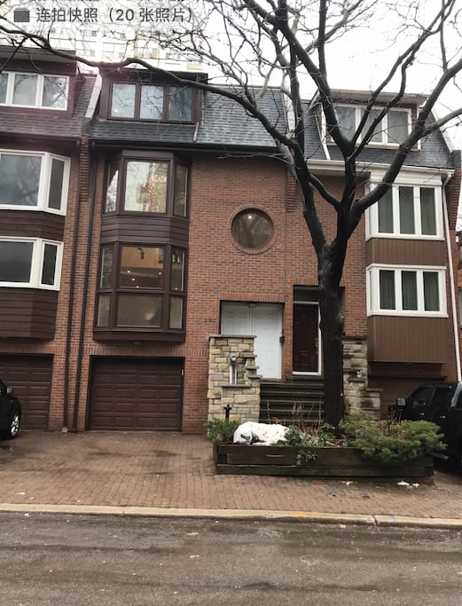 Fully Renovated Townhouse in Downtown Core