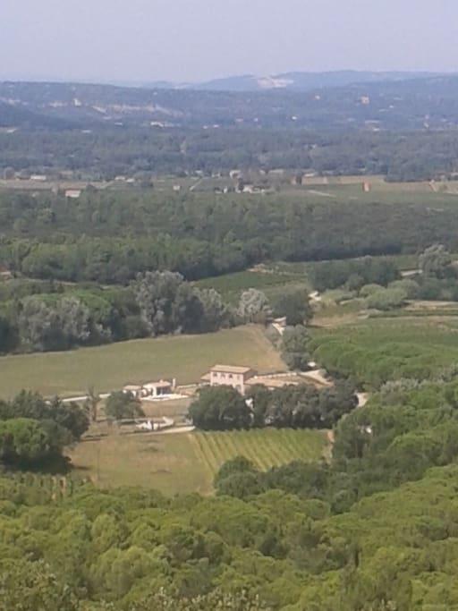 La villa dans la plaine vu du château en ruine
