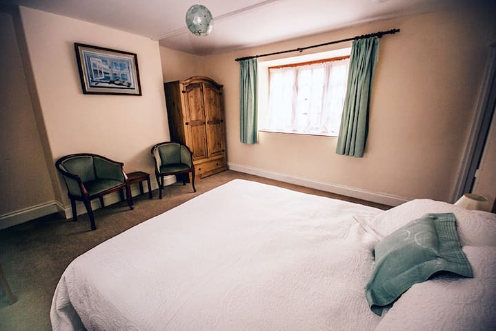 Weycroft Mill House B&B, The Tatworth room - Axminster - Penzion (B&B)