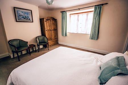Weycroft Mill House B&B, The Tatworth room - Weycroft