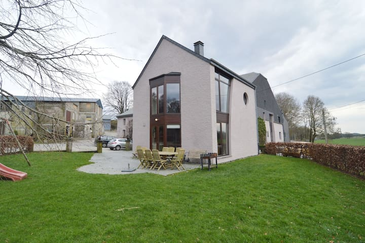 Splendida casa vacanze con sauna a Neufchateau