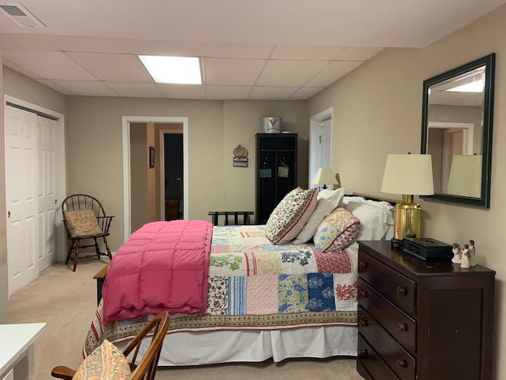 Well kept basement apartment in great location!