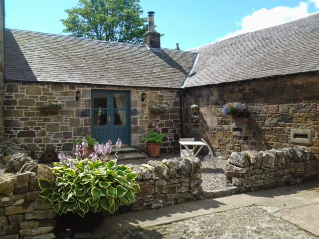 Charming Barn Conversion close to Edinburgh