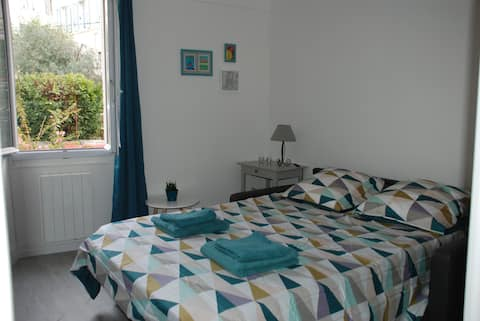 Cosy one room in charming Le Mourillon