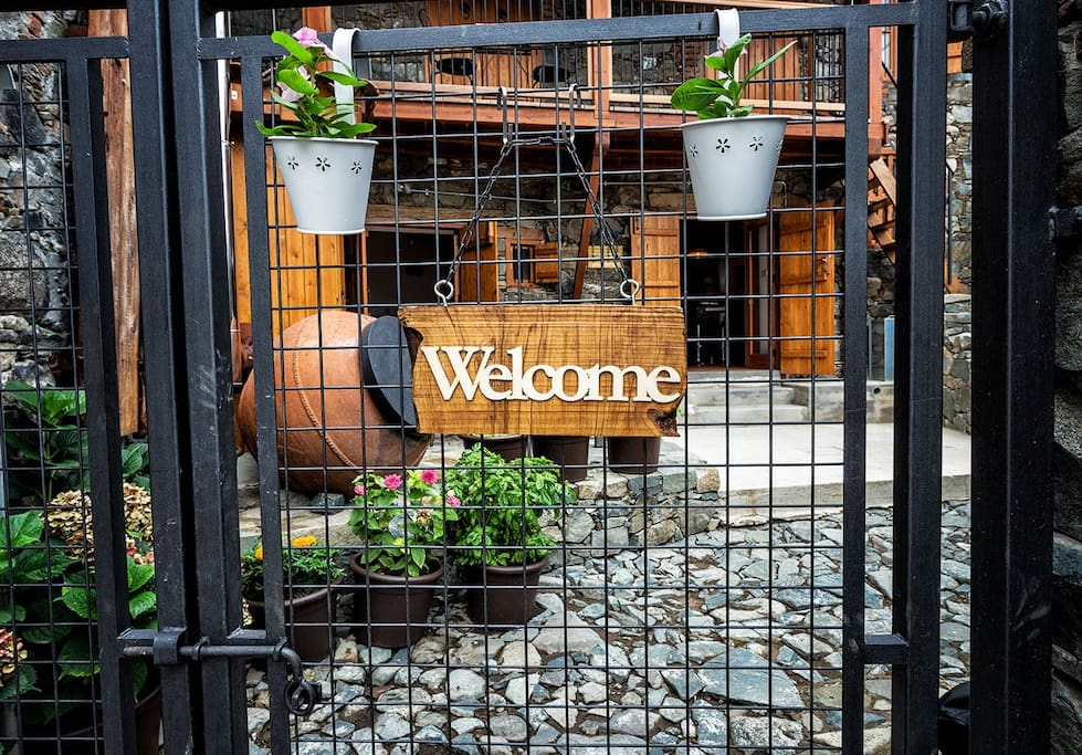 """Welcome to """"The Apokentro"""""""