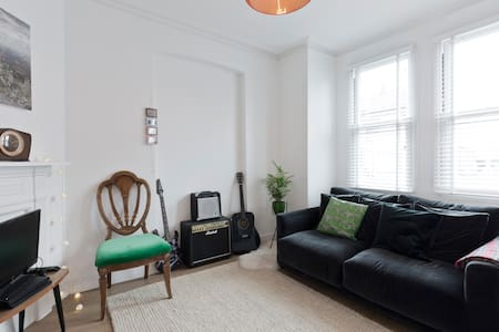Well located & Charming West London flat - London