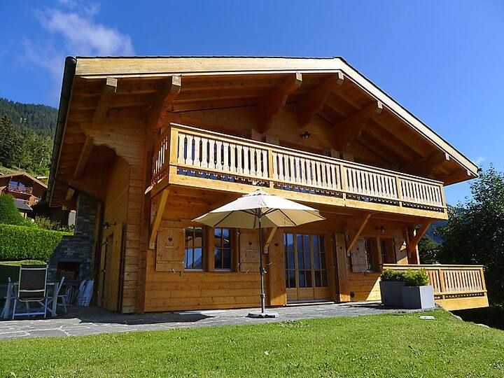 Beautiful chalet located in Chesières in a quiet area.