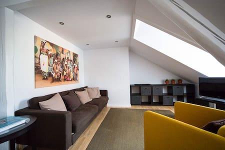 Helle Dachgeschosswohnung 70 qm - BASF - BG Klinik - Ludwigshafen am Rhein - Apartamento