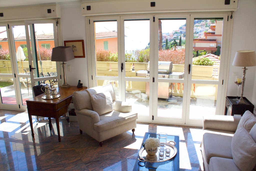 Open and very bright living room, direct access to terrace and garden