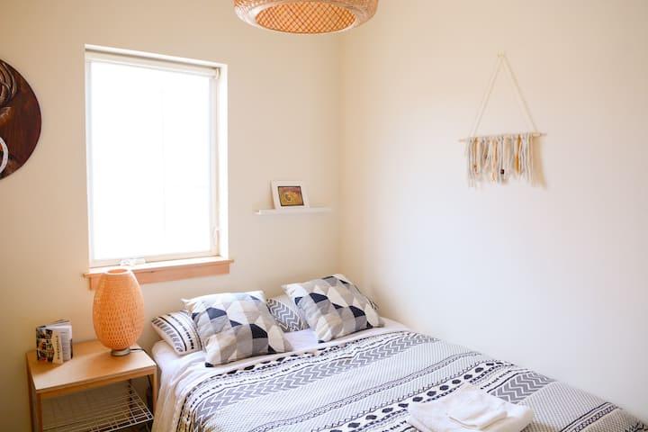 Sunny room in modern Riversdale loft