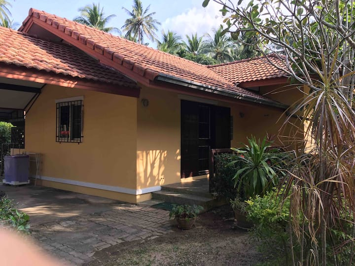 Samui House  private bungalow (No.41)+66 818189838