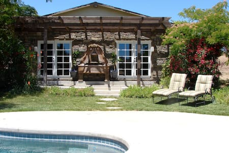 Wine Country Bungalow w/ Pool, Spa - 파소 로블레스(Paso Robles)