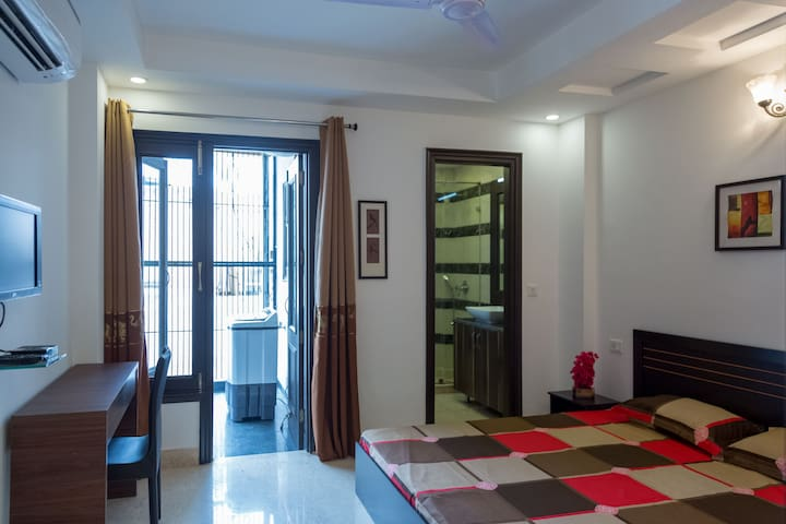 203 Luxury Room in Defence Colony by MapMyRoom
