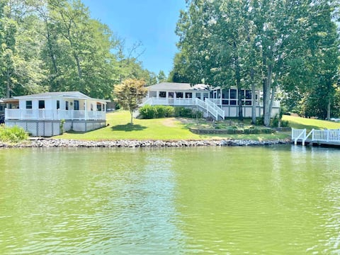 5⭐️ Lakehouse & Boathouse w/ 330 ft of frontage.
