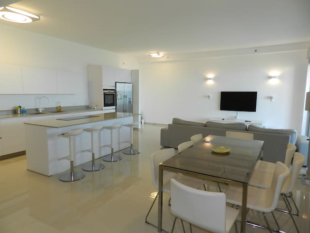 Stunning 5 bed apartment on 21st floor, sea view - Netanya - Apartment