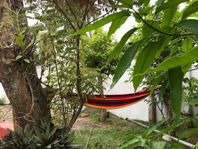 Hiriketiya Lodge Homestay with Hammock Garden