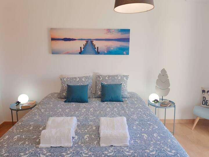 Lovely cosy sunny bedroom 🌞