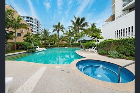 Luxury waterfront Unit, Private Room, Good Vibes! - Labrador - Appartement