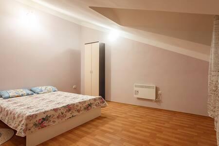 Двухкомнатные апартаменты VlStay с мансардой - 哈巴罗夫斯克 (Khabarovsk) - 公寓