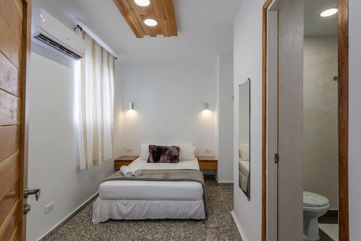 Habitación 4 con cama matrimonial muy confortable.