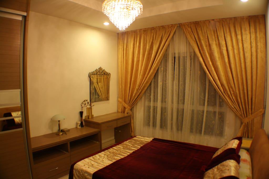 Master Bedroom - 1 queen size bed