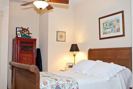 Ruby Ranch - Marsh Bedroom - Wadmalaw Island