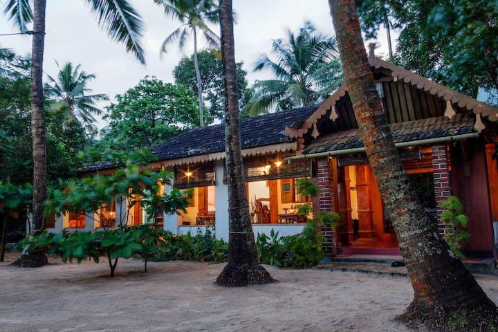 Sea Hut Homestay with Aircon..