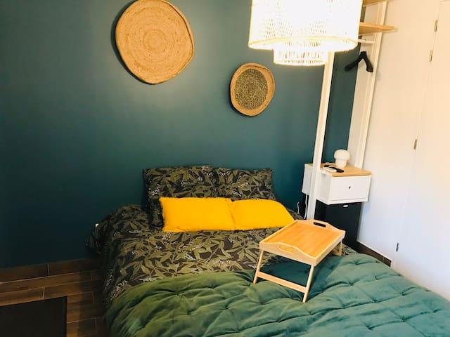 Petite chambre indépendante avec jacuzzi privatif