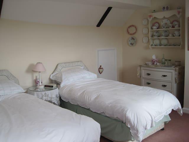 Quiet twin/double in rural Rutland - Barrowden - House