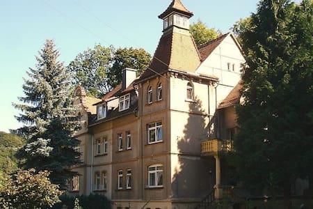 Ferienwohnung 1 in der Turmvilla - Rastenberg - Huoneisto