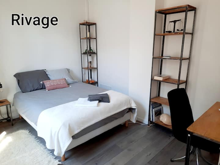 """Chambre """" Rivage"""" au coeur historique de Soissons."""
