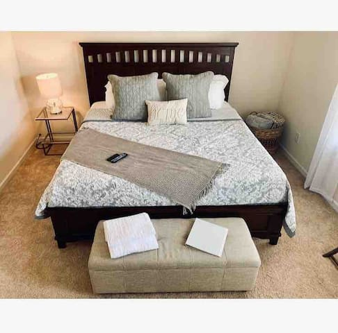 Private Room w King Bed near CLT Airport