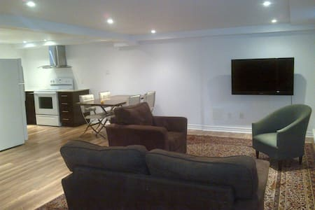 Bachelor Apartment in Montreal - Hampstead - Apartment