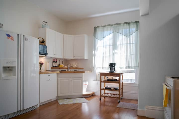 Spacious, Open 3 Bd, 2 Bth Suite