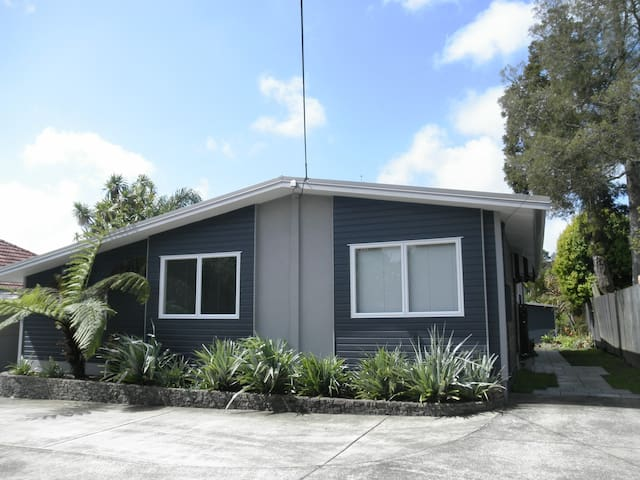 Cozy Home Titirangi West Auckland Houses For Rent In Auckland Auckland New Zealand
