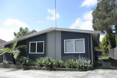 Cozy Home, Titirangi, West Auckland - Huis
