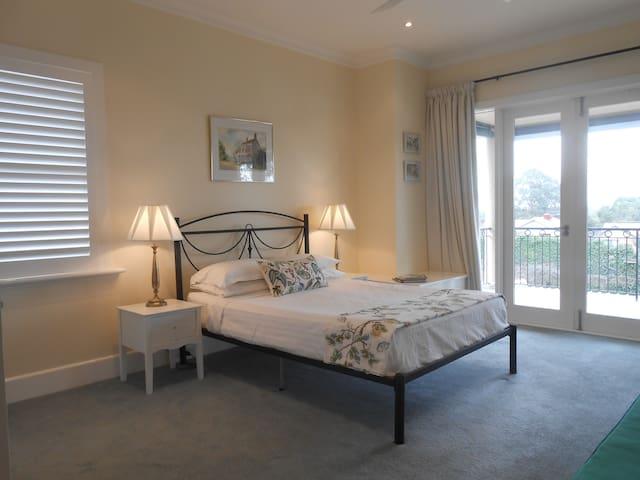 Room With A View in Leafy Glen Iris - Glen Iris - บ้าน