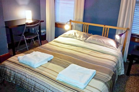 Full Private Room with Shared Bath - Columbus - Bed & Breakfast