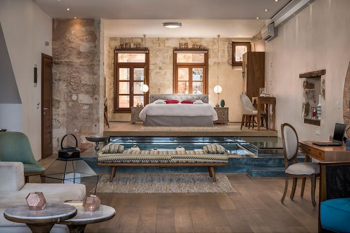 LUXURY SUITE WITH PLUNGE POOL IN THE OLD TOWN