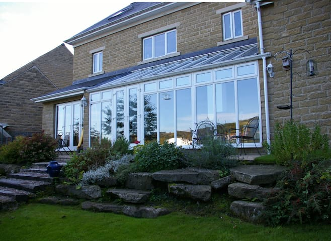 Large Detached House in Todmorden, incl breakfast