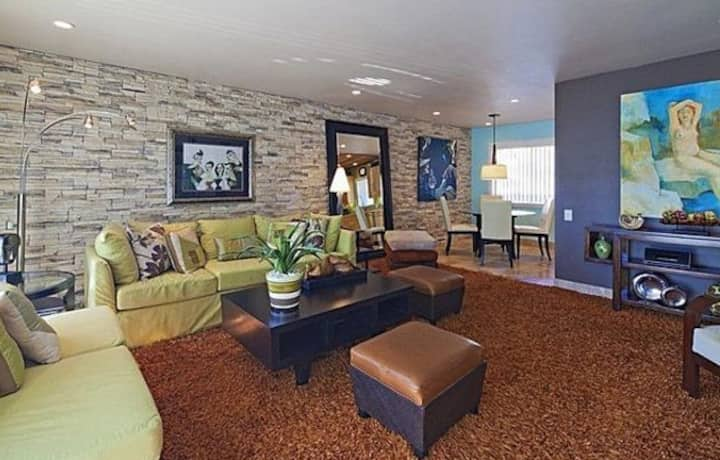 Great South Palm Springs Location