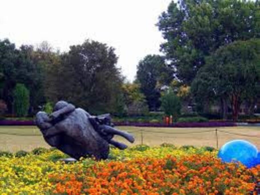 sculpture at the Dallas Arboretum
