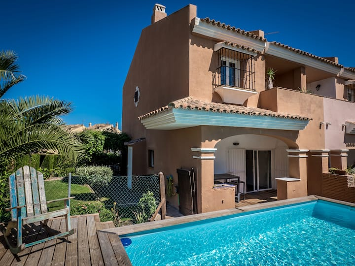 2166-Villa with garden, private pool, barbecue