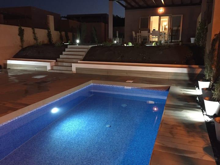 Villa Dreams , Wonderfull views and  heated pool